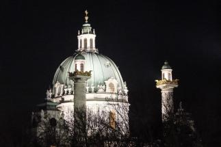 Kalskirche by night